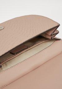 Lauren Ralph Lauren - MATTE PYTHON MASON  - Handbag - mellow pink - 5