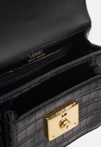 Lauren Ralph Lauren - SATCHEL SMALL - Käsilaukku - black - 2