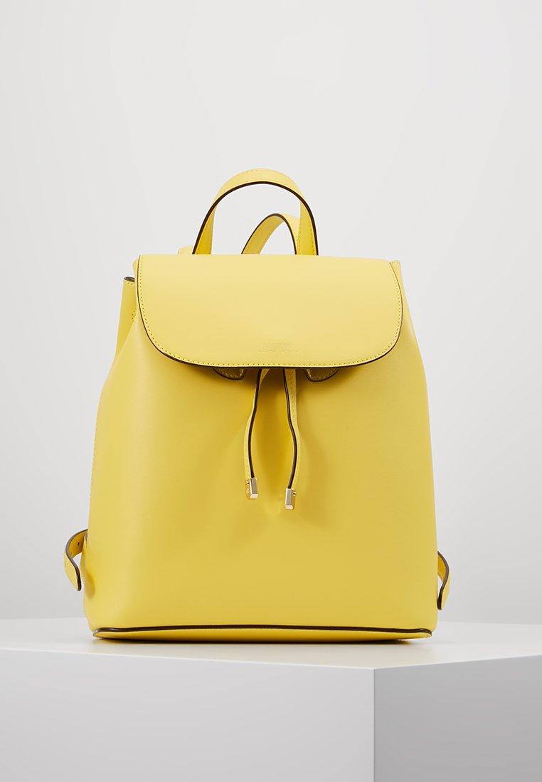 Lauren Ralph Lauren - SUPER SMOOTH FLAP BACKPACK - Plecak - lemon sorbet/alpaca