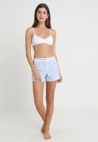 Lauren Ralph Lauren - SEPARATE - Spodnie od piżamy - pale blue - 1