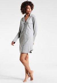 Lauren Ralph Lauren - HAMMOND CLASSIC NOTCH COLLAR SLEEPSHIRT - Negligé - heather grey - 1