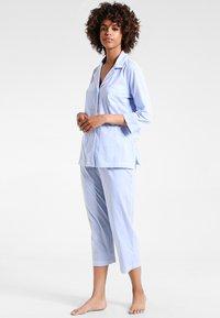 Lauren Ralph Lauren - HERITAGE 3/4 SLEEVE CLASSIC NOTCH COLLAR SET - Pyjama - french blue/ white - 1