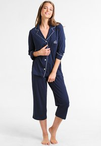 Lauren Ralph Lauren - HERITAGE 3/4 SLEEVE CLASSIC NOTCH COLLAR SET - Pyžamová sada - dot navy/white - 1