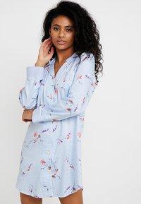 Lauren Ralph Lauren - 3/4 SLEEVE POINTED NOTCH SLEEPSHIRT - Noční košile - blue print - 0