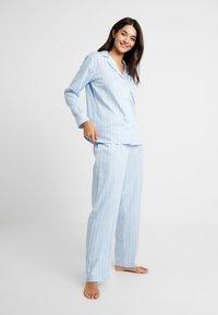 Lauren Ralph Lauren - CLASSIC POINTED NOTCH COLLAR LONG PANT SET - Pyžamová sada - blue - 1