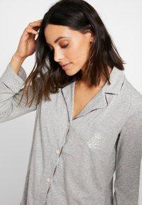 Lauren Ralph Lauren - PLAID TRIMMED NOTCH COLLAR LONG PANT SET - Pyžamová sada - grey heather - 3