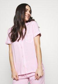 Lauren Ralph Lauren - DOLMAN NOTCH COLLAR BERMUDA SET - Pyžamová sada - pink - 3
