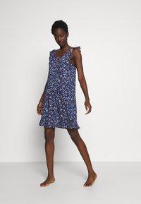 Lauren Ralph Lauren - FLUTTER FLOUNCE GOWN - Noční košile - navy print - 1