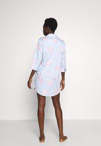 Lauren Ralph Lauren - POINTED NOTCH COLLAR SLEEPSHIRT - Noční košile - blue/light pink - 2
