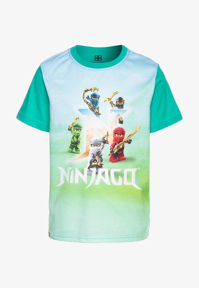 T-shirt med print - green melange