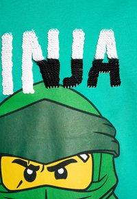 LEGO Wear - Triko spotiskem - green melange - 2