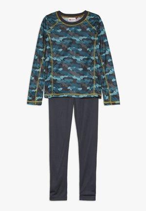 UBERTO SKI UNDERWEAR SET - Unterhemd/-shirt - dark turquise