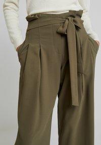 Louche - RICO - Spodnie materiałowe - khaki - 5