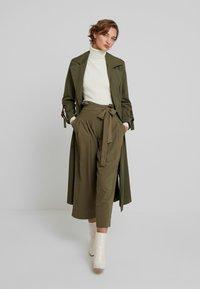 Louche - RICO - Spodnie materiałowe - khaki - 2