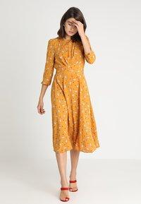 Louche - BIRTE LIAMA - Day dress - yellow - 1
