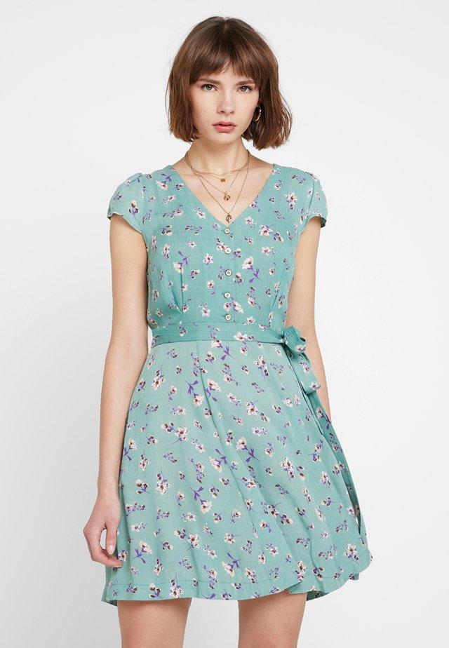 CATHLEEN FREESIA - Korte jurk - green