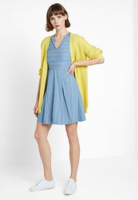 Louche - CHERISH STRIPE - Freizeitkleid - blue - 1