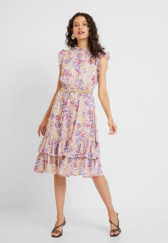 PETULA CARNATION - Denní šaty - peach
