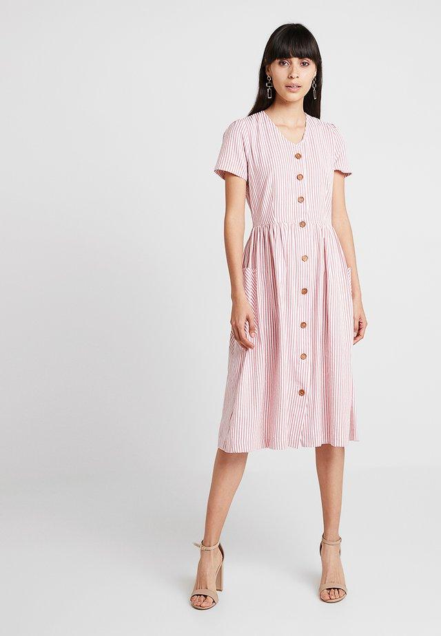 ZELDA STRIPE - Košilové šaty - pink
