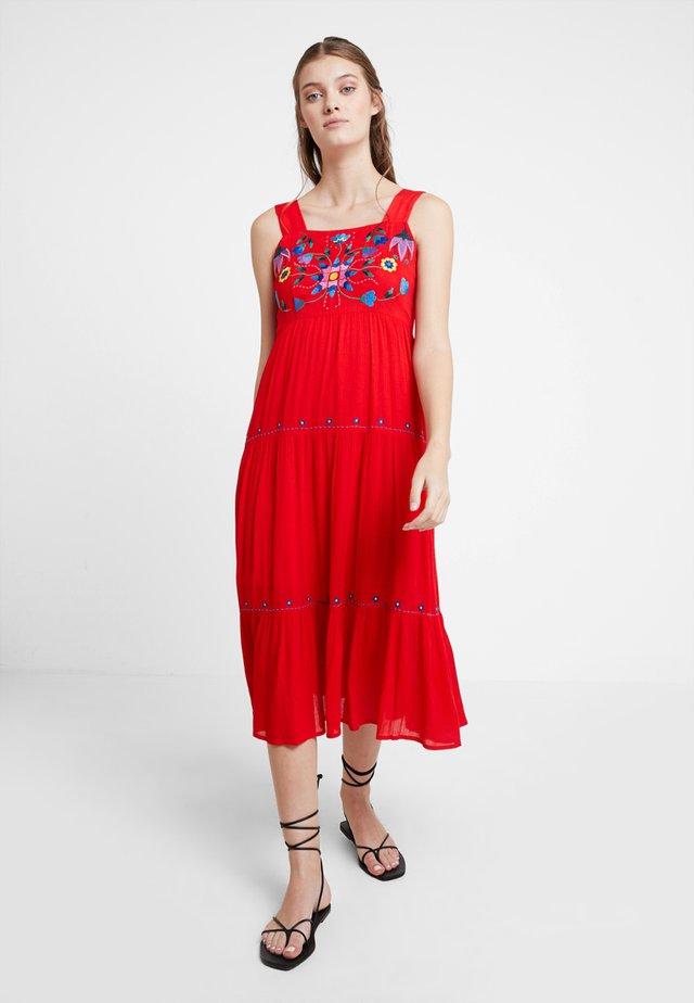 PAZ - Maxi šaty - coral