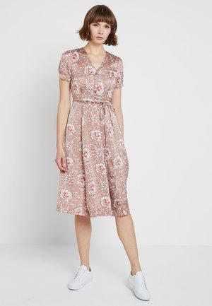 VERNA - Vapaa-ajan mekko - pink