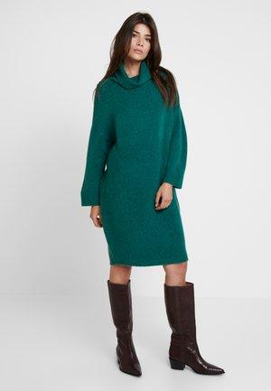 JUANA - Pletené šaty - green