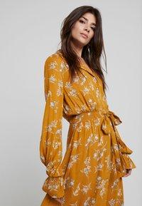 Louche - KALINDA - Shirt dress - mustard - 4