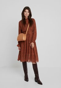 Louche - STARLEAF - Day dress - toffee - 2