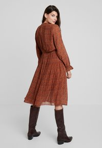 Louche - STARLEAF - Day dress - toffee - 3