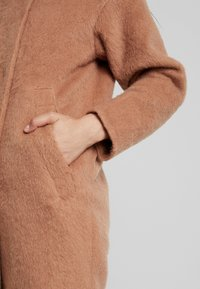 Louche - DONALDA - Classic coat - camel - 5