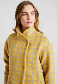 Louche - DONALDA HOUNDS - Płaszcz wełniany /Płaszcz klasyczny - yellow - 4