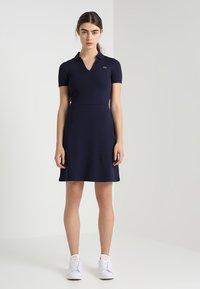 Lacoste LIVE - Robe en jersey - navy blue - 1