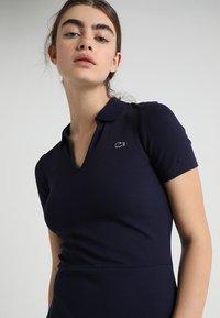 Lacoste LIVE - Robe en jersey - navy blue - 3