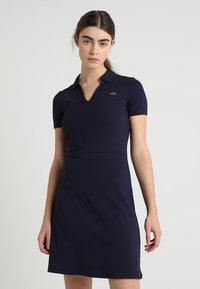 Lacoste LIVE - Robe en jersey - navy blue - 0