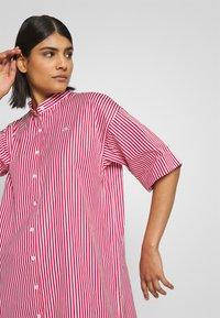 Lacoste LIVE - Košilové šaty - flour/red - 3