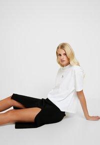 Lacoste LIVE - T-shirt basique - white - 3