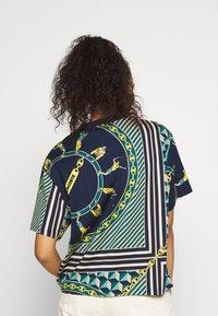 Lacoste LIVE - Print T-shirt - navy blue/multicolor - 2