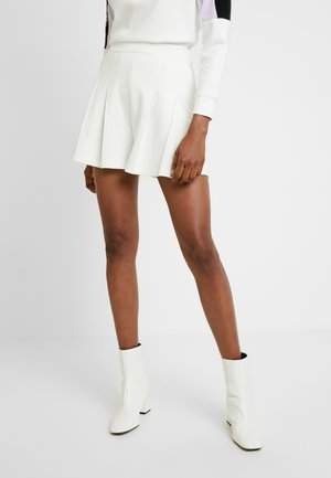 Shorts - flour