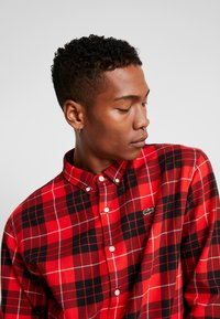 Lacoste LIVE - Camicia - flash red - 3