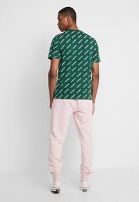 Lacoste LIVE - Tracksuit bottoms - lychee - 2