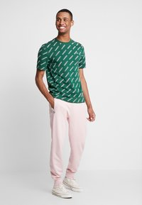 Lacoste LIVE - Tracksuit bottoms - lychee - 1