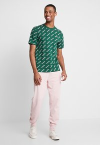 Lacoste LIVE - T-shirts med print - green/white - 1
