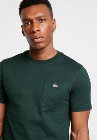 Lacoste LIVE - T-shirt - bas - sinople - 4