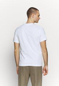 Lacoste LIVE - T-shirt - bas - white - 2