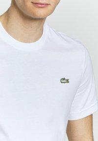 Lacoste LIVE - T-shirt - bas - white - 5