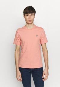 Lacoste LIVE - Basic T-shirt - elf pink - 0