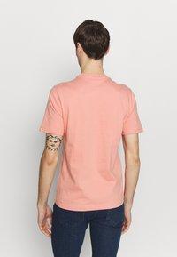 Lacoste LIVE - Basic T-shirt - elf pink - 2