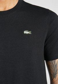 Lacoste LIVE - Basic T-shirt - black - 5