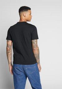 Lacoste LIVE - Basic T-shirt - black - 2