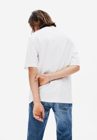 Lacoste LIVE - TH8084-00 - T-shirt - bas - white - 1